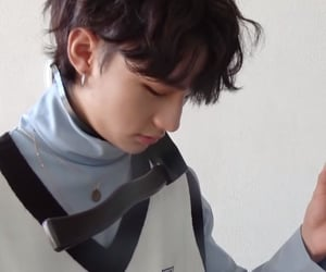 boys, double knot, and hyunjin image