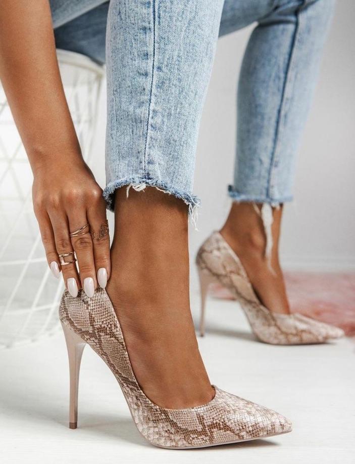 animal print, high heels, and jeans image