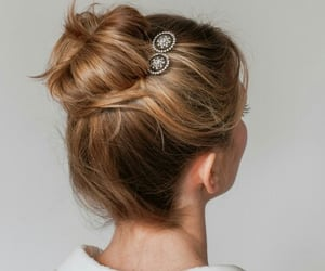blonde, hair, and accesorio image