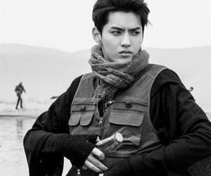 b&w, wu yifan, and black and white image