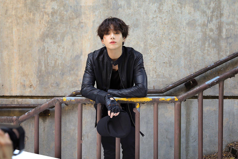 jeon jungkook, weverse, and bts image