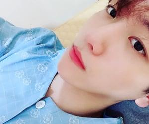 exo, baekhyun, and selfie selca image