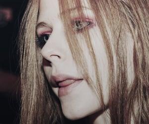 Avril Lavigne image