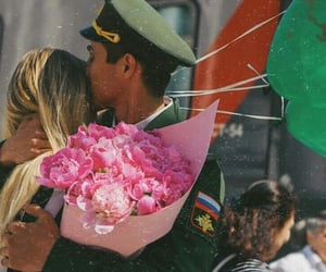couple couples, bouquet of roses, and عناقك عناق image