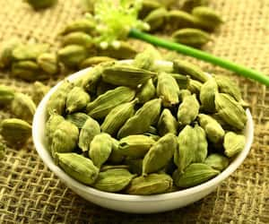 cardamom, alleppey green cardamoms, and green elaichi image