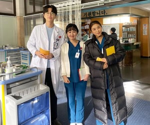 kdrama, dr. romantic 2, and yoon bora image