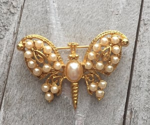 collectible, faux pearls, and summer jewelry image