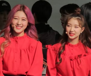 yeojin, loona, and choerry image