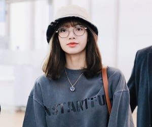 airport, kpop, and airport fashion image