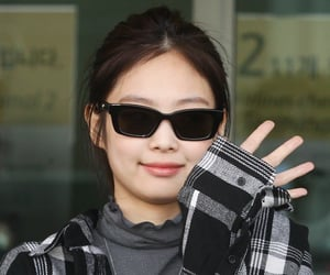 airport, celebrities, and kpop image