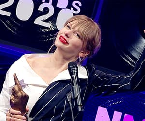 gif, Taylor Swift, and nme awards portraits image