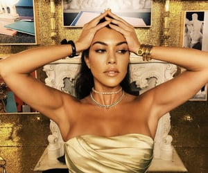 beauty, gold, and kourtney kardashian image
