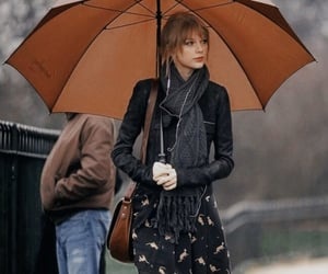 Taylor Swift and umbrella image