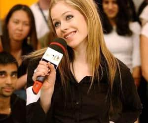 Avril Lavigne, famosos, and clasico image