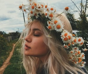 flower crown, hair, and sunshine image