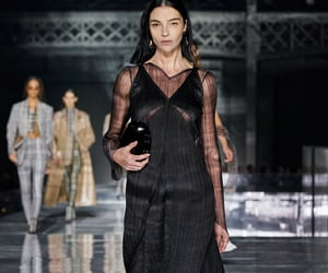 belleza, Burberry, and desfile image