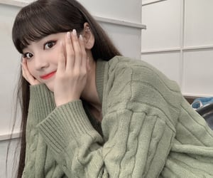 loona, jung jinsol, and loona odd eye circle image