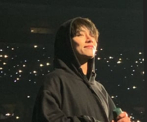 taehyung, concert, and v image