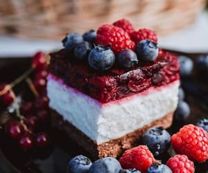 berries, blueberry, and cake image