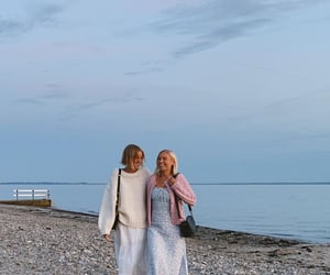 beach, friendship, and fashion image