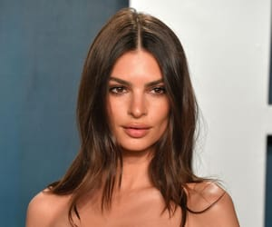 fashion and emily ratajkowski image