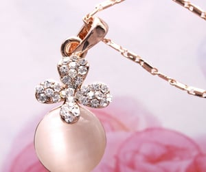 charm crystal rhinestone, 水晶珠寶首飾吊飾禮物necklaces, and rose gold necklace image