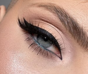 eyesight and makeup image