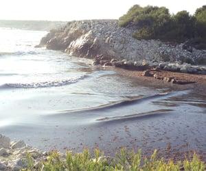 eau, soleil, and waves image