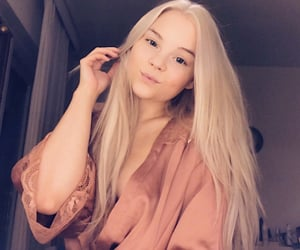 blonde, longhair, and nomakeup image