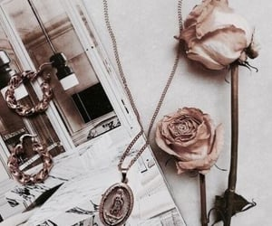 accessoires, jewelry, and details image