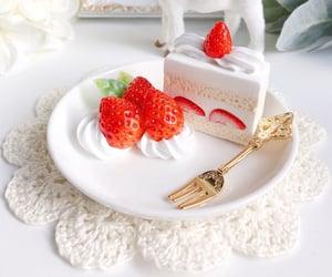 cake, wedding cake, and cake decoration image