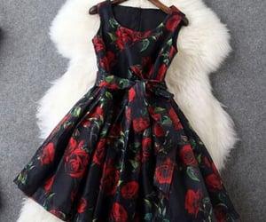 alfombra, rojo, and vestidos cortos image