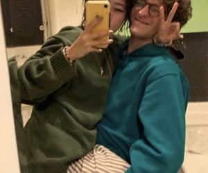 couple, beabadoobee, and mirror selfie image