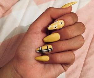 nails, uñas, and nails yellow image