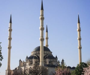 islam, mosque, and chechnya image