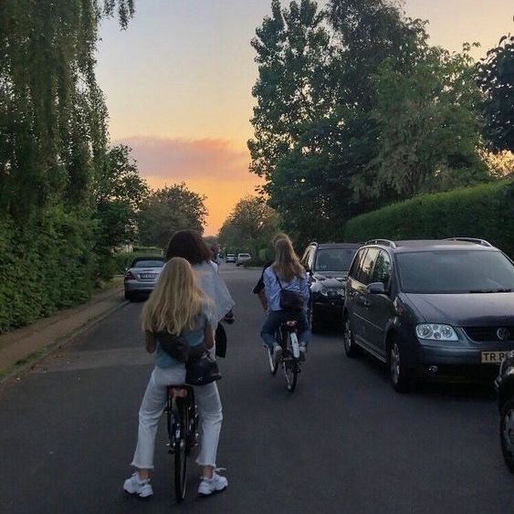 aesthetic, girl, and friends image
