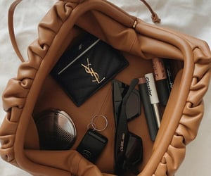 bag and makeup image