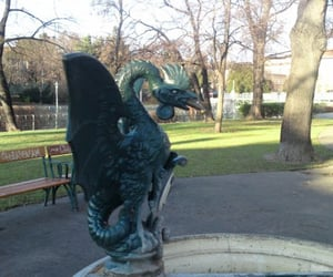 brunnen, wien, and basilisk image