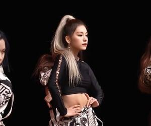 yeji, kpop, and itzy image