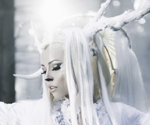 kerli and feral hearts image