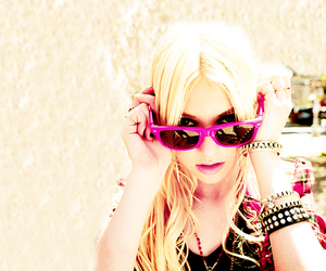 diva, Taylor Momsen, and material girl image