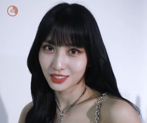 momo   —   TWICE.        ꒥꒷   ₍ 2/5 ₎  dont steal / repost.                          娱乐      ——      🧨
