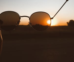 atardecer, lentes, and relax image