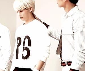 gif, SHINee, and kimjonghyun image