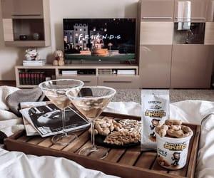 peanuts, tv show, and bedroom image