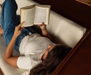 aesthetic, books, and girls image
