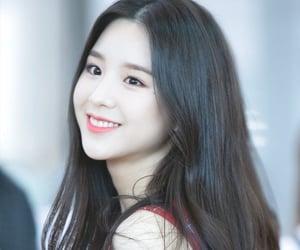beauty, kpop, and jeon heejin image