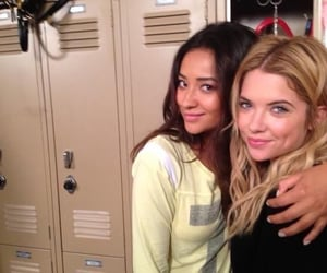 girls, happy, and prettylittleliars image