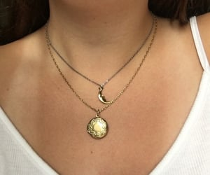 girl and necklace image