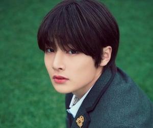 yang jeongin, skz, and jeongin image